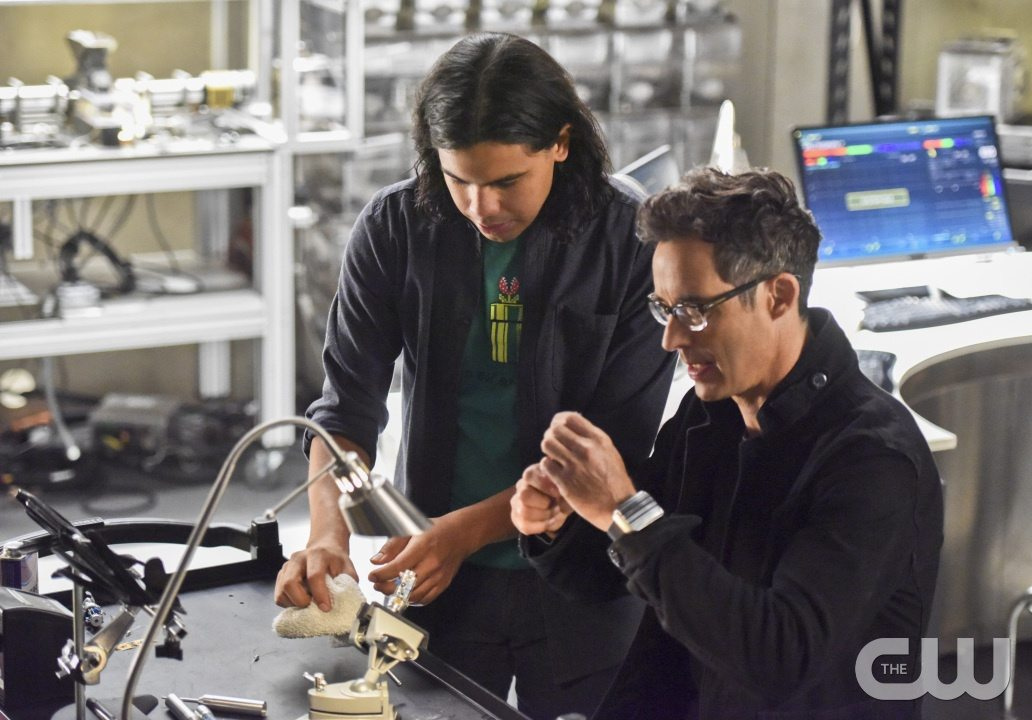 "The Flash -- ""Enter Zoom"" -- Image FLA206B_0019b.jpg -- Pictured (L-R): Carlos Valdes as Cisco Ramon and Tom Cavanagh as Harrison Wells -- Photo: Dean Buscher/The CW -- �© 2015 The CW Network, LLC. All rights reserved."
