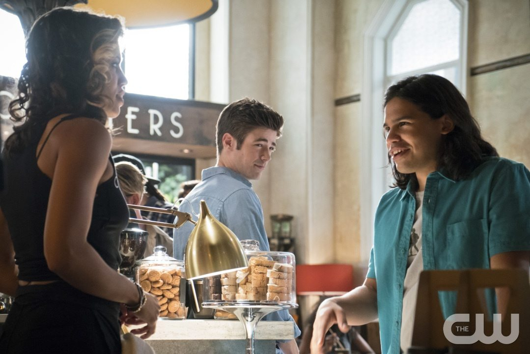 "The Flash -- ""The Darkness and the Light"" -- Image FLA205A_0044b.jpg -- Pictured (L-R): Ciara Renee as Kendra Saunders, Grant Gustin as Barry Allen and Carlos Valdes as Cisco Ramon -- Photo: Katie Yu/The CW -- �© 2015 The CW Network, LLC. All rights reserved."