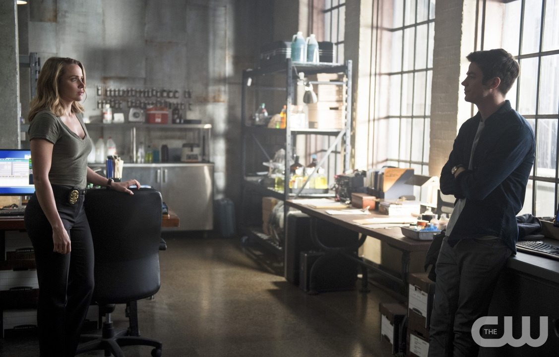 """The Flash -- """"The Reverse Flash Returns"""" -- Image FLA211a_0353b -- Pictured (L-R): Shantel Van Santen as Detective Patty Spivot and Grant Gustin as Barry Allen -- Photo: Diyah Pera/The CW -- �© 2016 The CW Network, LLC. All rights reserved."""