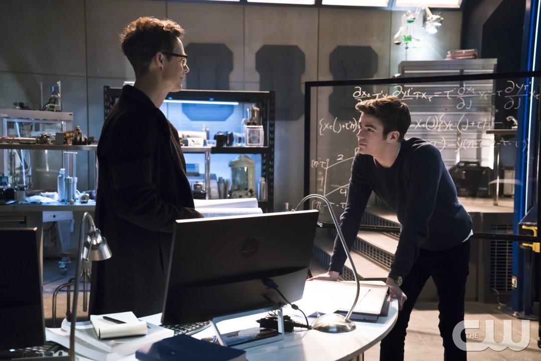 "The Flash -- ""Fast Lane"" -- Image: FLA212B_0066b.jpg -- Pictured (L-R): Tom Cavanagh as Harrison Wells and Grant Gustin as Barry Allen -- Photo: Katie Yu/The CW -- �© 2016 The CW Network, LLC. All rights reserved."
