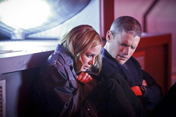 """DC's Legends of Tomorrow -- """"Marooned"""" -- Image LGN107A_0149b.jpg -- Pictured (L-R): Caity Lotz as Sara Lance/White Canary and Wentworth Miller as Leonard Snart/Captain Cold -- Photo: Bettina Strauss/The CW -- �© 2016 The CW Network, LLC. All Rights Reserved."""