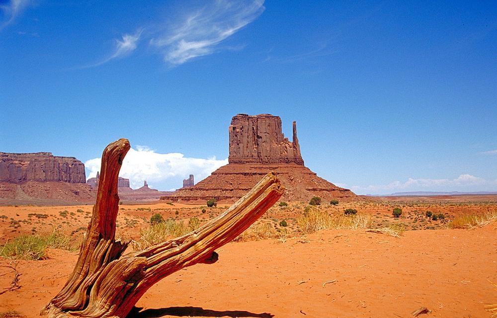 Monument Valley West Mitten Butte by Wikimedia user Huebi (CC BY 2.0 DE)