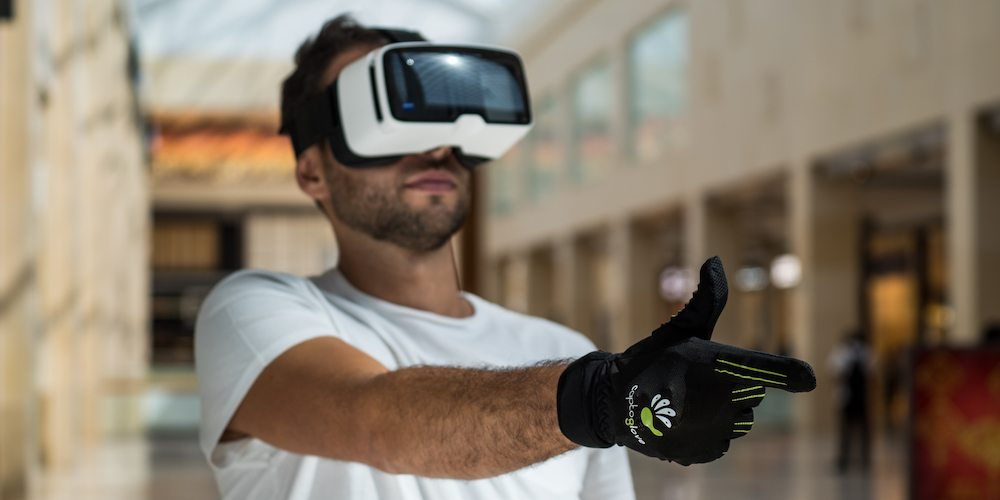 CaptoGlove transforms movements of the user's hand and fingers to control devices.