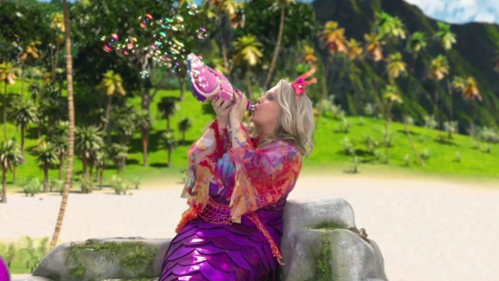 Beverly D'Angelo Dons a Mermaid Tail on 'Mutt & Stuff'