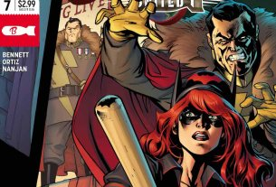 Batwoman as freedom fighter in WW II Spain, part of the Bombshells comic