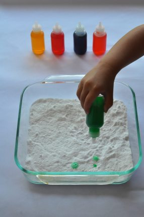 Quick Summertime Toddler Activity: Fizzy Science Fun!