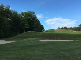 #11 - Par 3 - Short left, showing the drop-off and bunkering