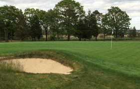 #14 - Par 3 - Pot bunker greenside left