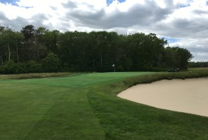 #4 - Par 4 - Bunker short right