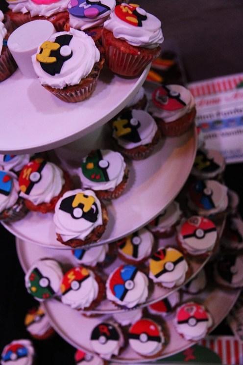 geek-girl-brunch-nycc-2015-fan-girls-night-out-2-anna-artusos-dessert-pokeball-pokemon-cupcake-1
