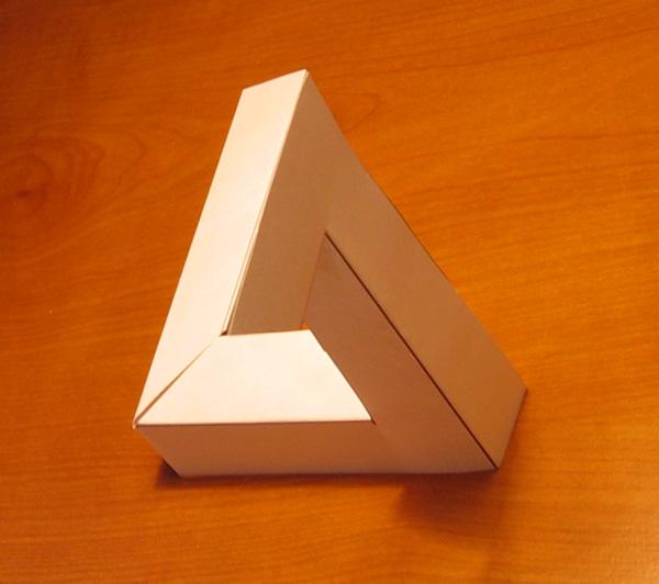 El Triángulo Imposible