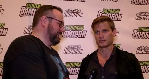 Watch Mr. Green chat (and flirt a little) with Casper Van Dien.
