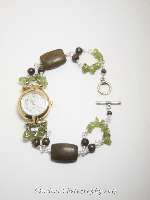Elegant Peridot Watch with Vintage Face