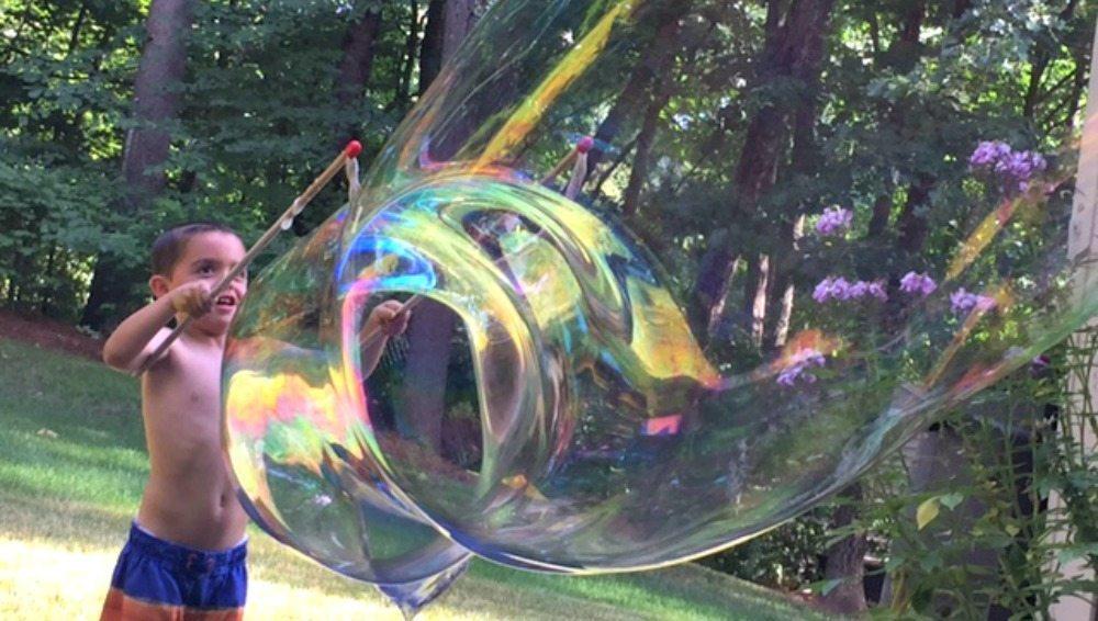Beat Boredom with Big Bubbles, bubble recipe, diy giant bubbles