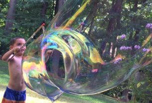 Beat Boredom with Big Bubbles, bubble recipe, diy giant bubbles