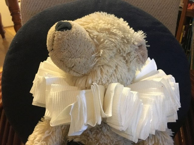 DIY Shakespeare Ruffle Collar with toilet paper