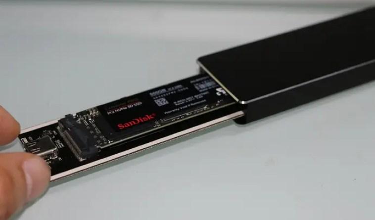 M2-SSDを外付けケースへ