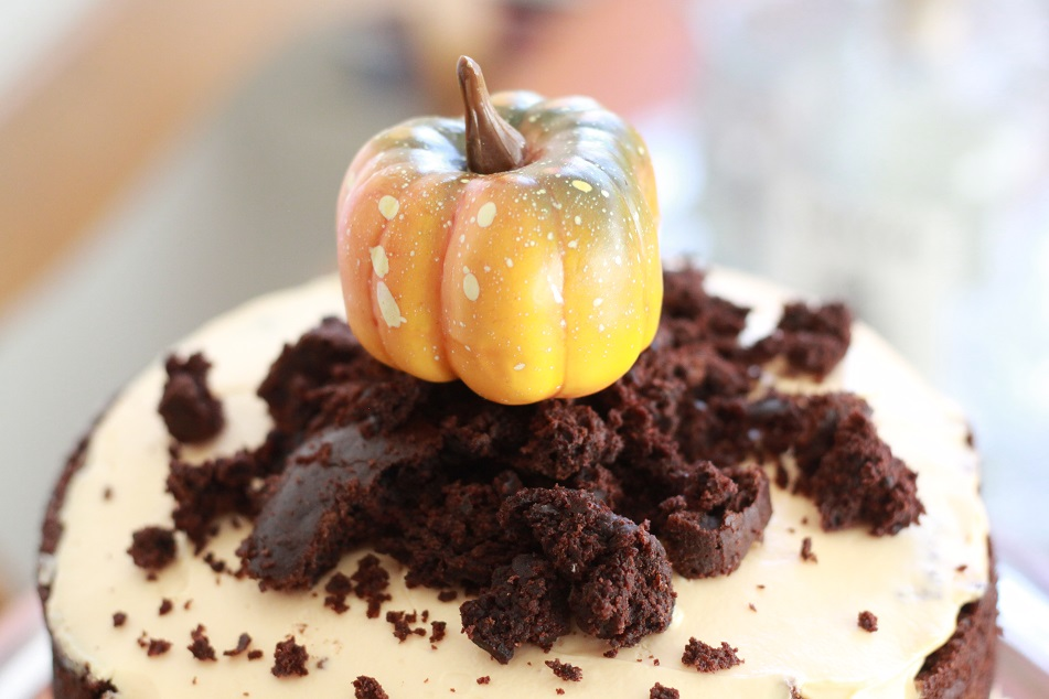 Kuchen mit Kürbisdekoration. Foto: Lilli/geek's Antiques
