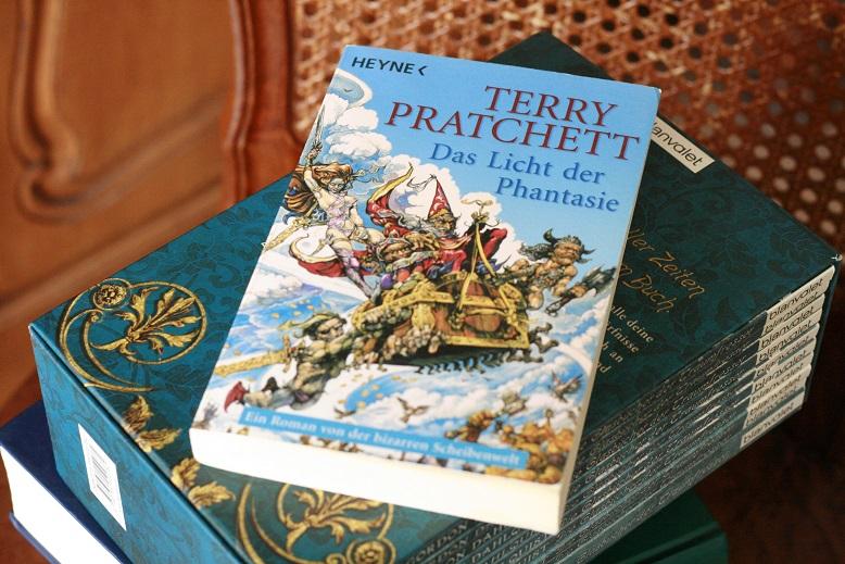Das Licht der Phantasie von Terry Pratchett. Foto: Lilli/geek's Antiques