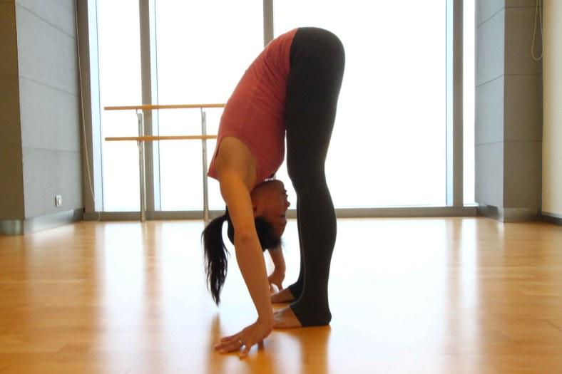 7-Yoga-Poses-To-Lose-Weight-Uttanasana