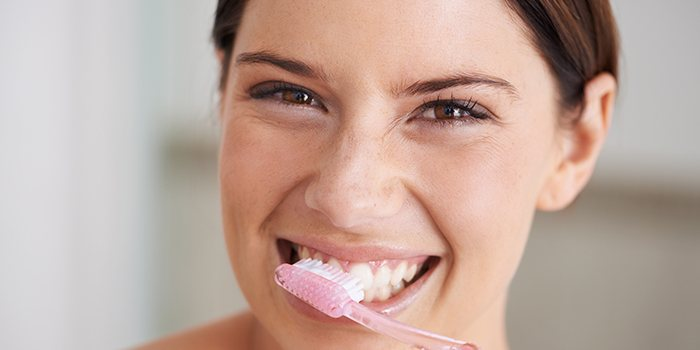 Treat Swollen Gums - 12 Home Remedies To Get Rid of Swelling and Pain