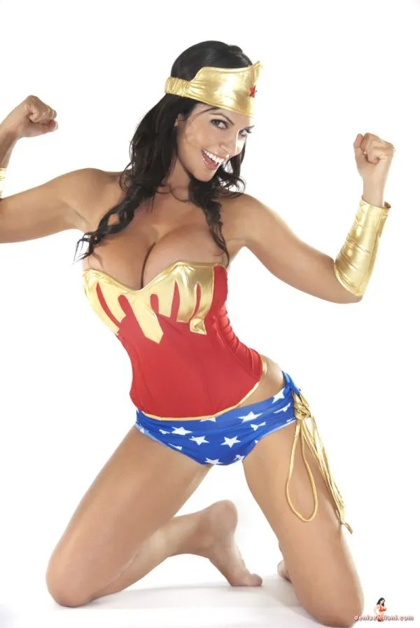 Denise Milani Wonder Woman cosplay courtesy of denisemilani.com