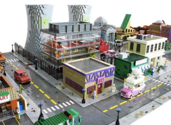 Video: 'The Simpsons' Fan Builds Springfield with 500 000 Lego Blocks