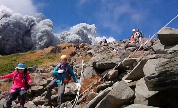 Amateur Footage of Mount Ontake Volcanic Eruption is Hair-Raising