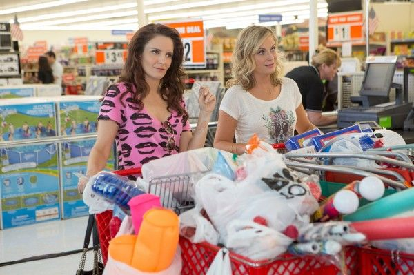 Amy Poehler and Tina Fey are Back in First Teaser for 'Sisters'
