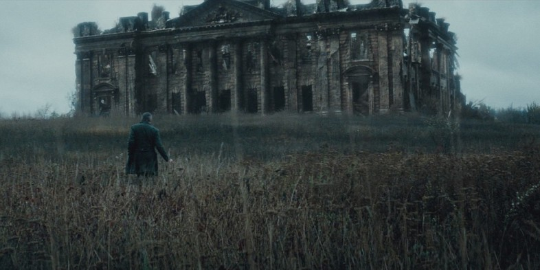 Alfred-Jeremy-Irons-Wayne-Manor-Batman-V-Superman