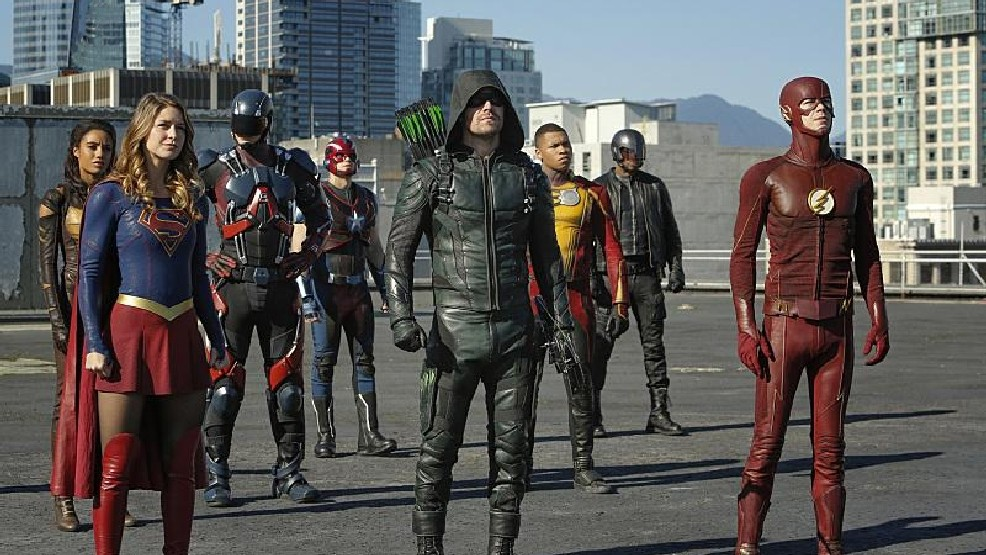 arrowverse-crossover rooftop
