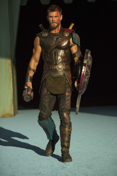 thor-ragnarok-chris-hemsworth-4-399x600