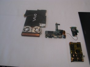 La serie Z de Sony VAIO, cuenta con una una memoria RAM de 6 GB, expandible a 8 GB.