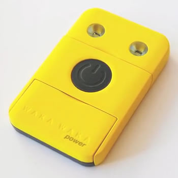 Carga tu dispositivo móvil mediante energía solar con WakaWaka