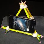 DIY: 7 bases para sostener smartphones creadas con elementos de la casa y oficina