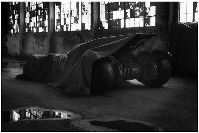 batmobile-batman-superman-movie