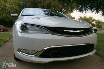 2015-chrysler-200c-awd-03
