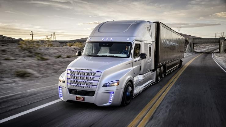 Freightliner: El primer camión que se maneja solo (o al menos esa es la intención).