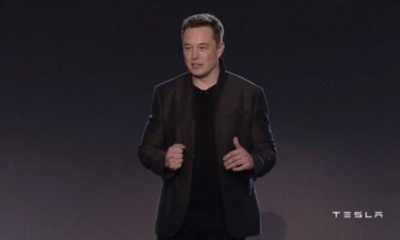 Elon Musk presentó el nuevo Tesla Modelo 3, su vehículo más económico