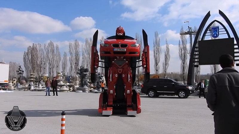 Si es real, este BMW que se transforma en robot es alucinante