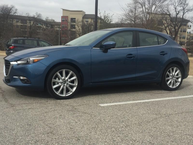 Review: Mazda 3 2017 Hatchback, un compacto lujoso, con potencia y ágil