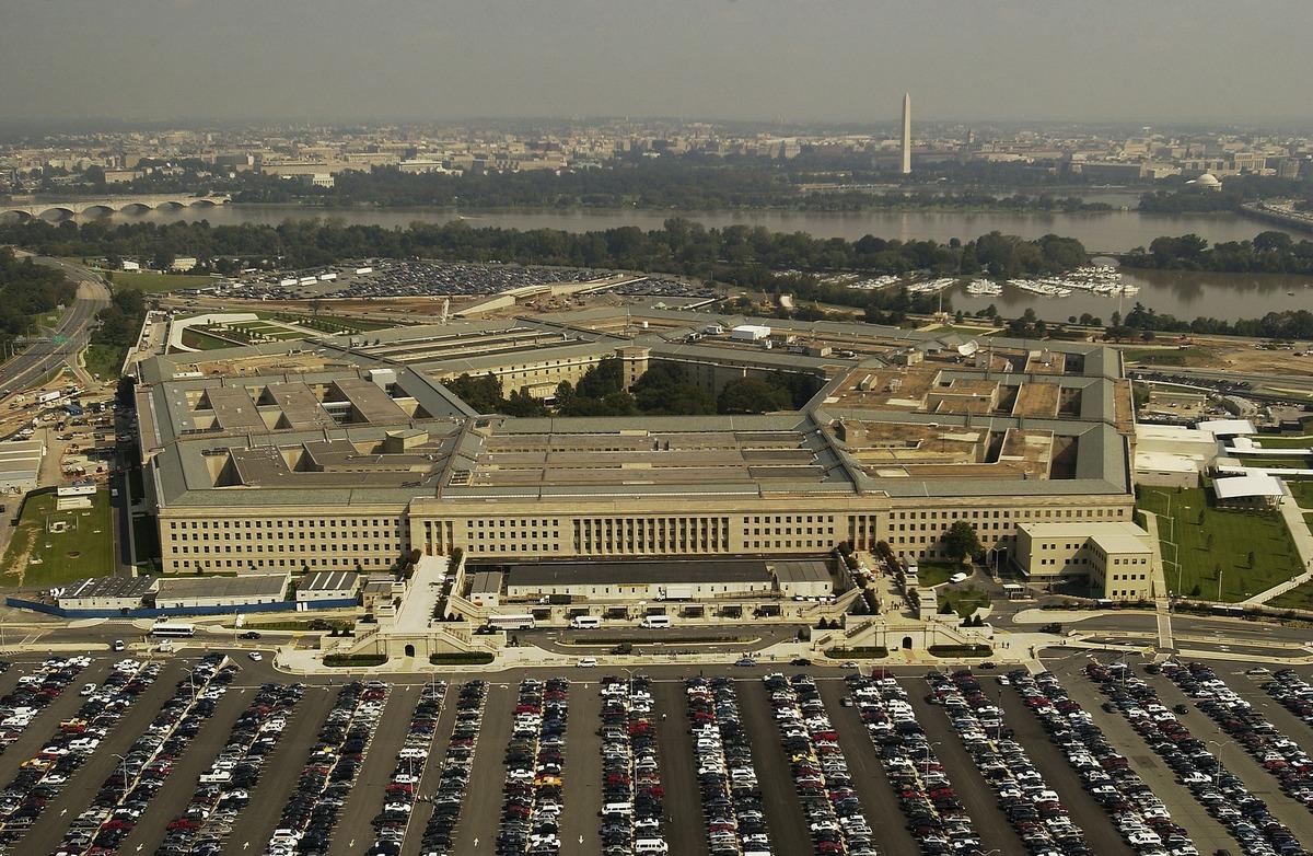 Estados Unidos prohíbe usar celulares Huawei y ZTE a sus militares