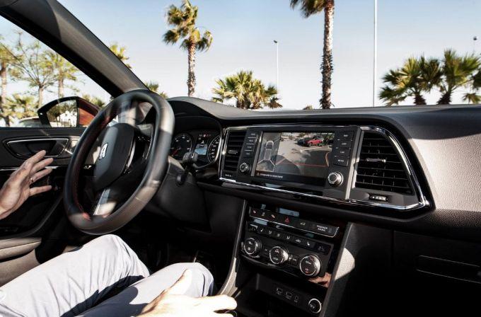 SEAT - Aparcar sin tocar el volante