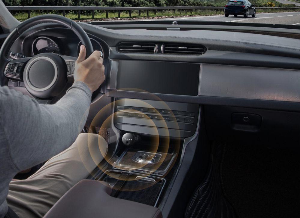 Roav Volt permite integrar al Asistente de Google en tu vehículo
