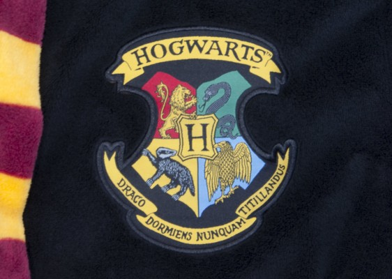 HP_Hogwarts_Mens_Bathrobe_LOGO_Hogwarts-Mens-Bathrobe_front_Harry Potter köntös - Hogwarts (Roxfort)