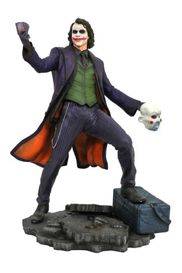 d_diamnov182293 The Dark Knigh tDC Movie Gallery PVC Szobor - The Joker 23 cm