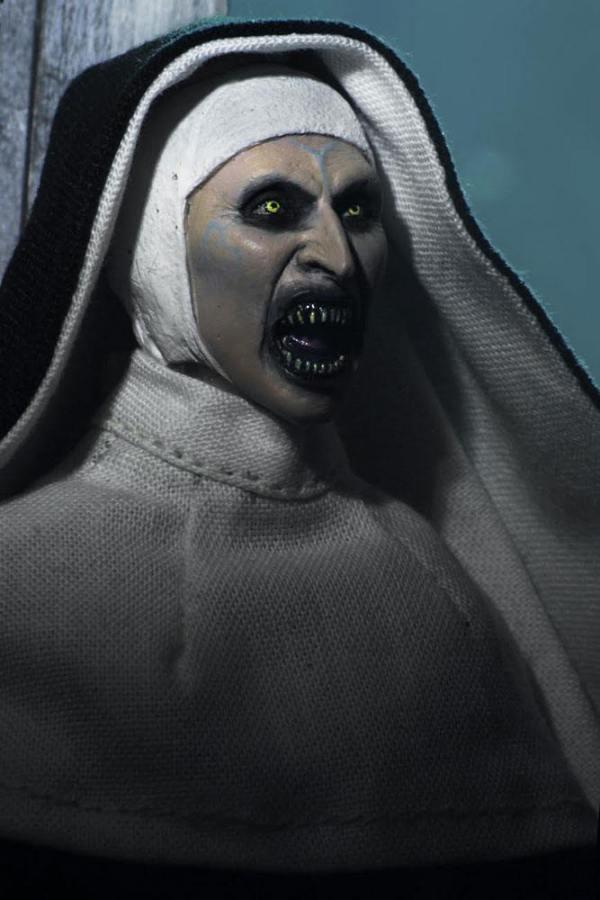 x_neca14899 The Nun Retro akciófigura - The Nun 20 cm