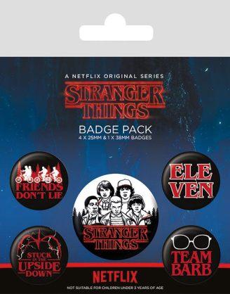 x_bp80656 Stranger Things - Characters kitűzők. Egy csomagban 5 kitűző található.