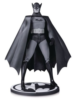 DC Comics Batman Black & White Akciófigura - First Appearance Batman by Bob Kane 17 cm