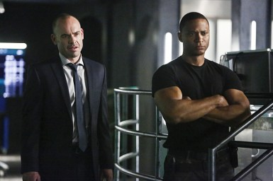 """Arrow -- """"Taken"""" -- Image AR415b_0129b.jpg -- Pictured (L-R): Paul Blackthorne as Quentin Lance and David Ramsey as John Diggle -- Photo: Bettina Strauss/ The CW -- © 2016 The CW Network, LLC. All Rights Reserved."""